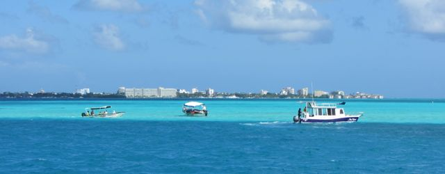 Little boats full of tourists come across from San Andrés.