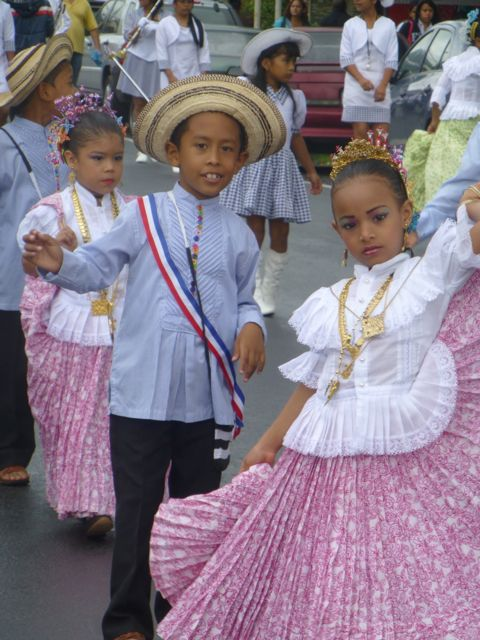 Little folk dancers in the parade.