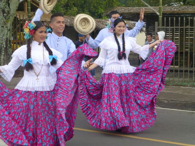 Folk dancers in the Boquete parade.
